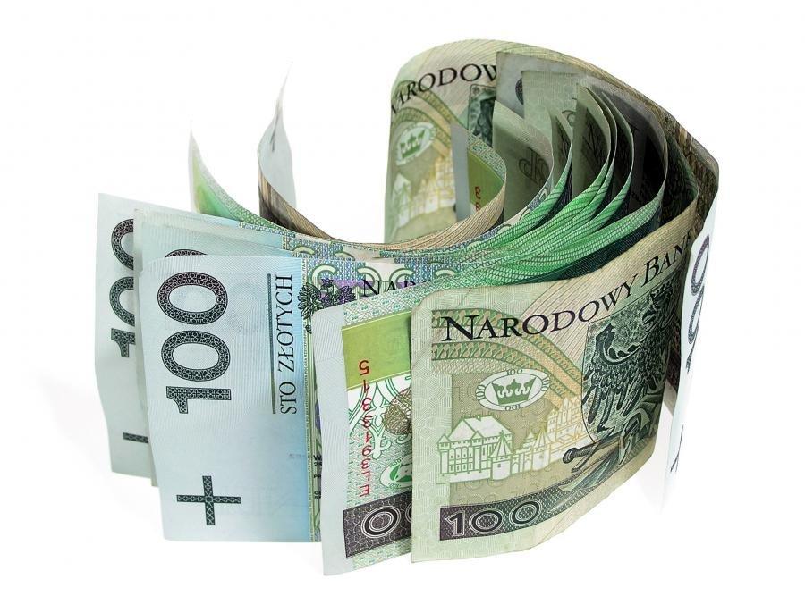 3925793-zloty-pieniadze-banknoty-900-667.jpg